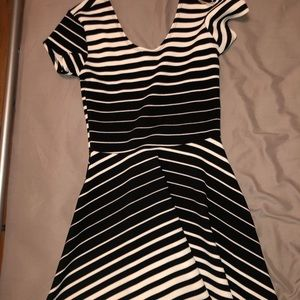 2 t shirt dresses black and white stripes & black